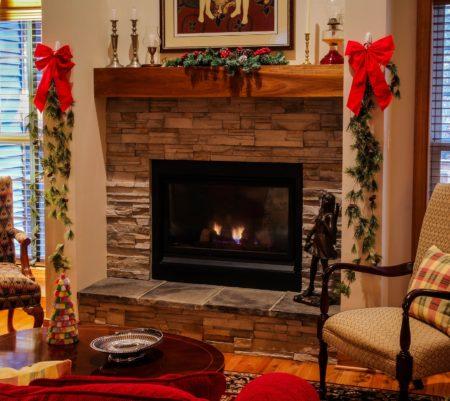 Apportez un peu de modernisme à votre salon grâce à ces cheminées électriques